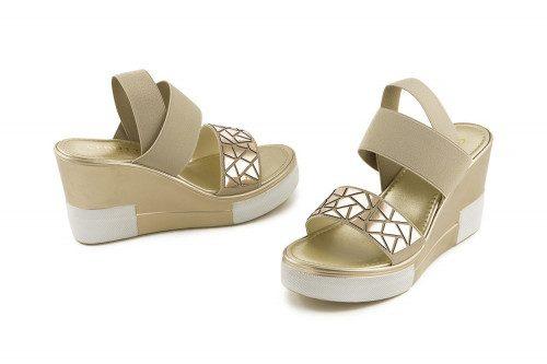 Sandalo zeppa ed elastico...