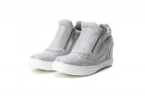 Wedged sneaker with zip...