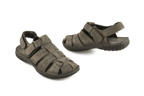 Closed men sandal velcro...