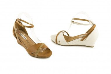 Ankle strap mid-wedge...